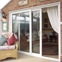 Sliding patio door in white uPVC